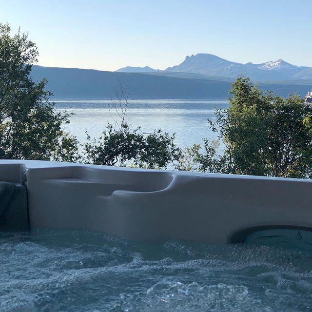 Жилой дом в Норвегии с уличным спа бассейном